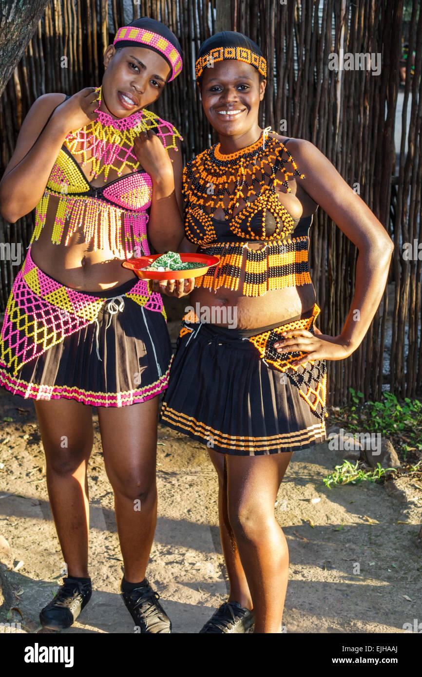Johannesburg Sudafrica African Lesedi African Lodge & Villaggio Culturale Zulu Xhosa Pedi Basotho tribù Immagini Stock