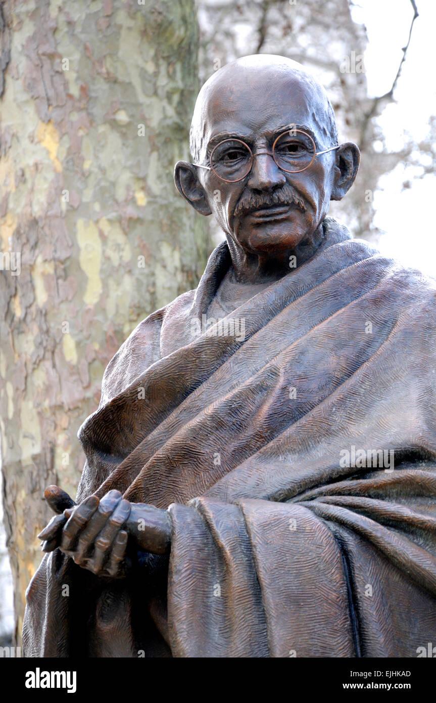 Londra, Inghilterra, Regno Unito. Statua del Mahatma Gandhi, Piazza del Parlamento. (2015: Philip Jackson) Immagini Stock