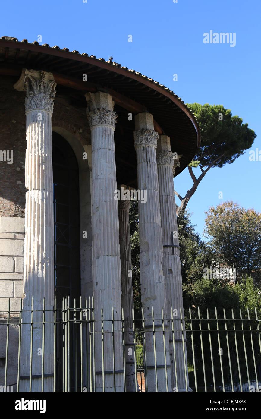 L'Italia. Roma. La circolare tempio di Ercole Vincitore (precedentemente pensato per essere un tempio di Vesta). Foto Stock