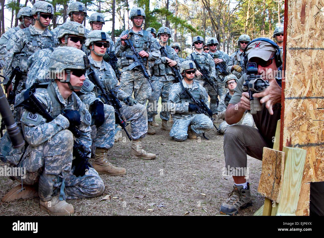 Michael Pannone, un ex marine e degli Stati Uniti Esercito pensionato per le operazioni speciali soldato forza e Immagini Stock