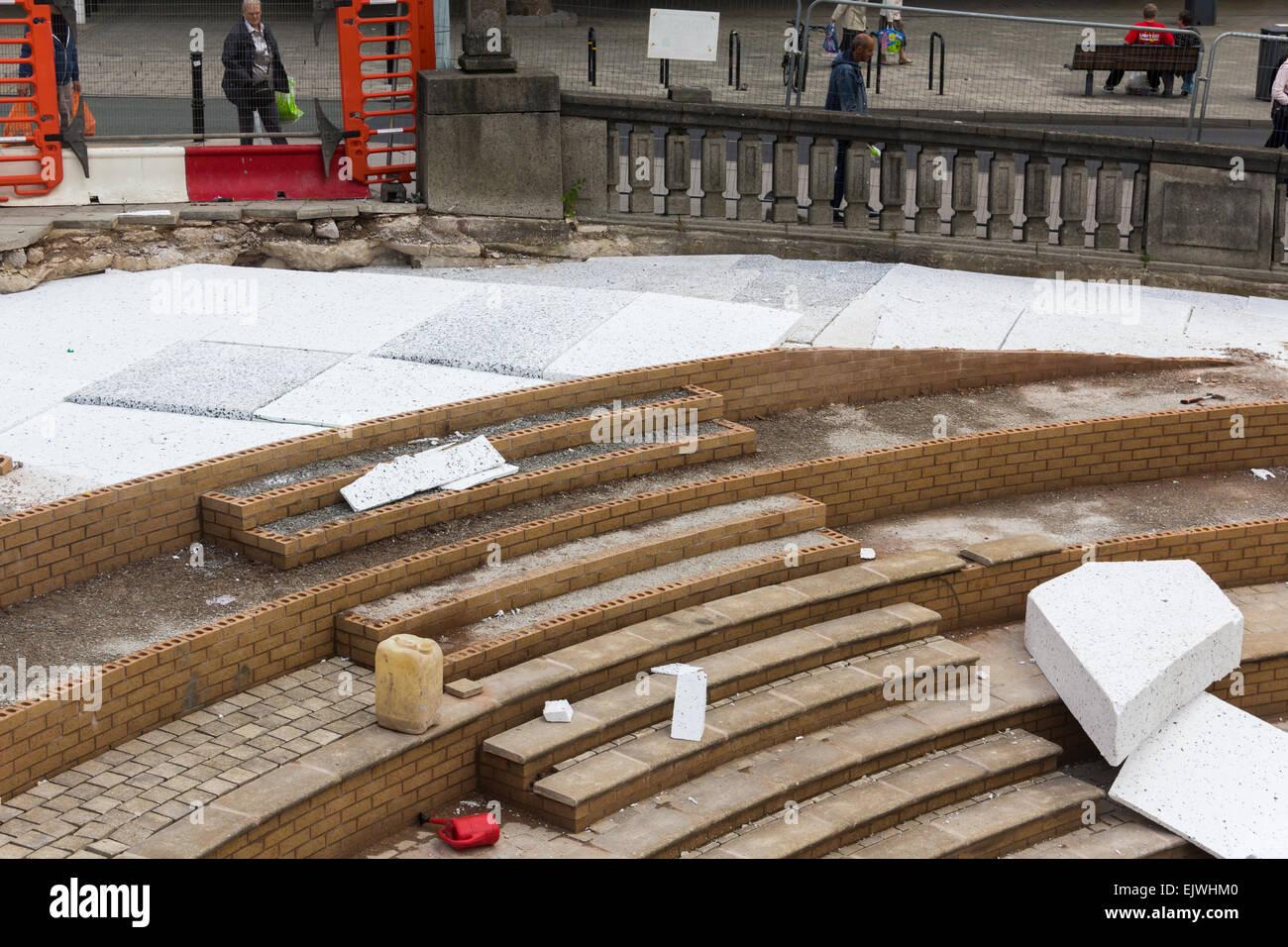 Geofoam polistirolo espanso blocchi essendo utilizzato come un materiale di riempimento nella costruzione del plaza Immagini Stock
