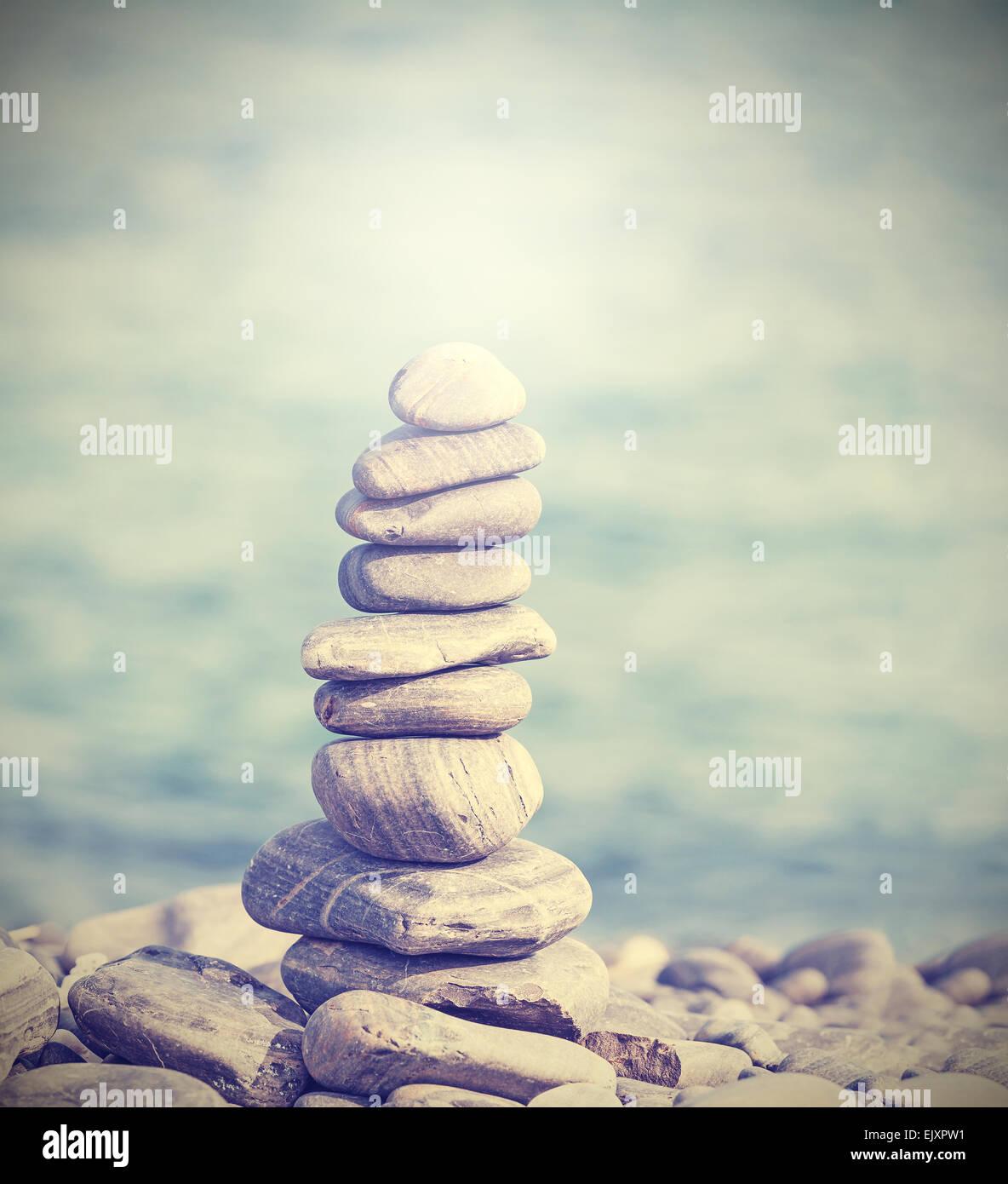 Retrò filtrata mucchio di pietre, Zen spa concept sfondo. Immagini Stock