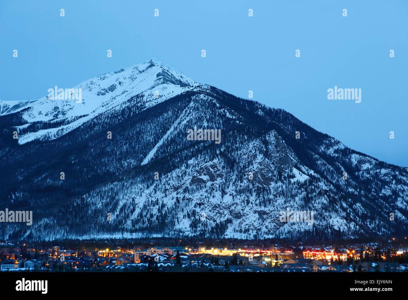 Dieci miglia di picco (aka picco 1) e la città di Frisco, Colorado, Stati Uniti d'America Immagini Stock