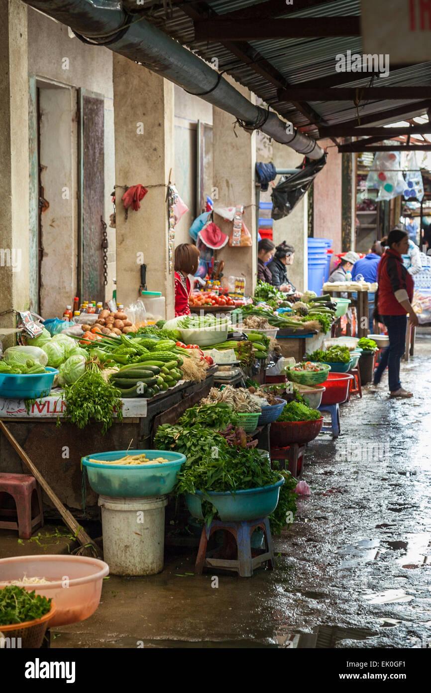Il mercato nella città di montagna di Sa Pa nel nord del Vietnam Foto Stock