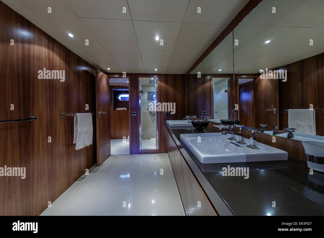 Bathroom Luxury Motor Yacht Immagini & Bathroom Luxury Motor Yacht ...