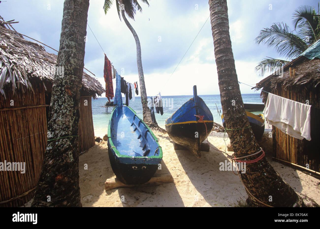 Gli Indiani Kuna occupano circa 40 isole di San Blas arcipelago lungo la  costa Caraibica di ce7c1bf0b4da