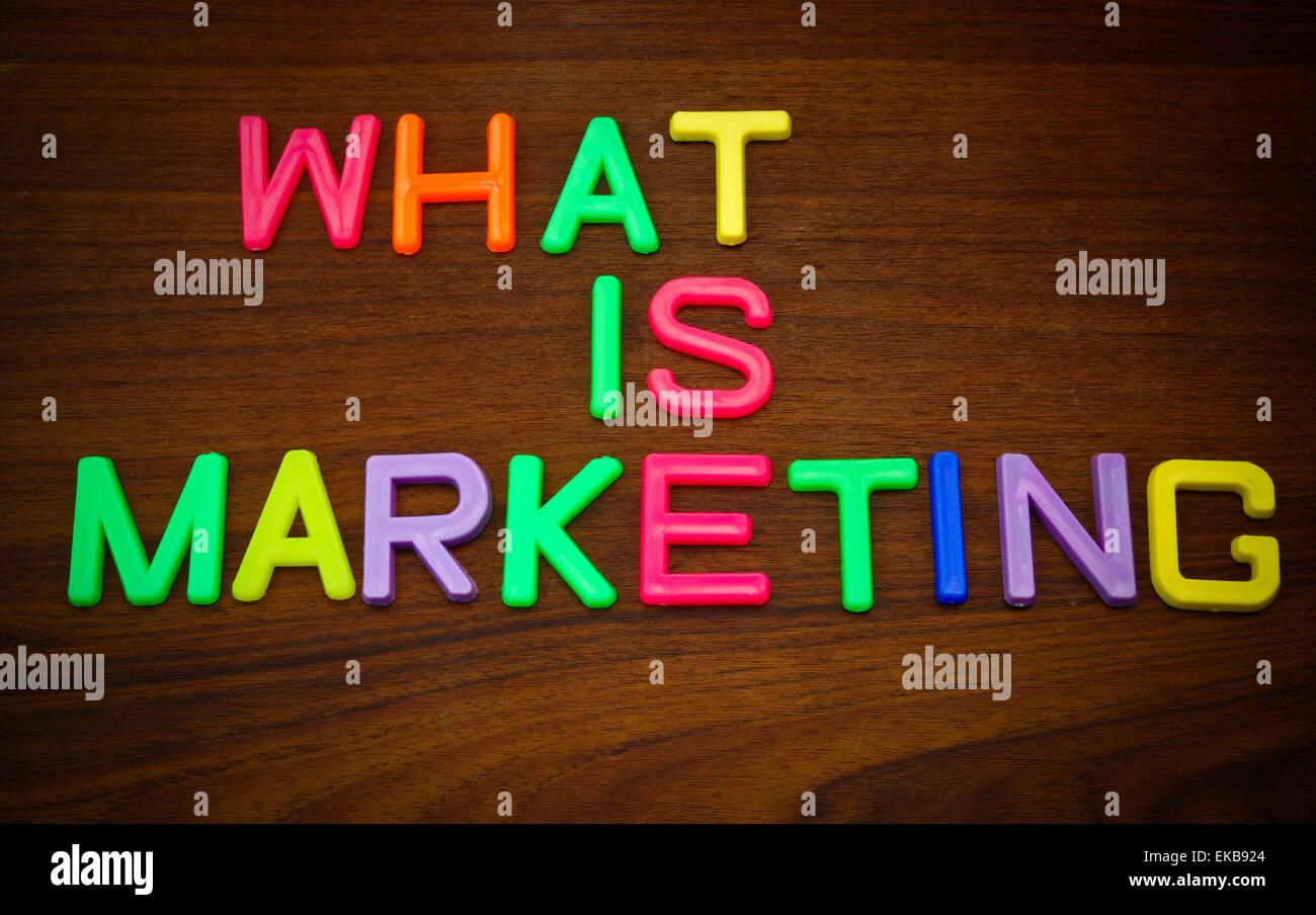 Che Cos È Il Legno che cosa è il marketing in colorate toy lettere sullo sfondo
