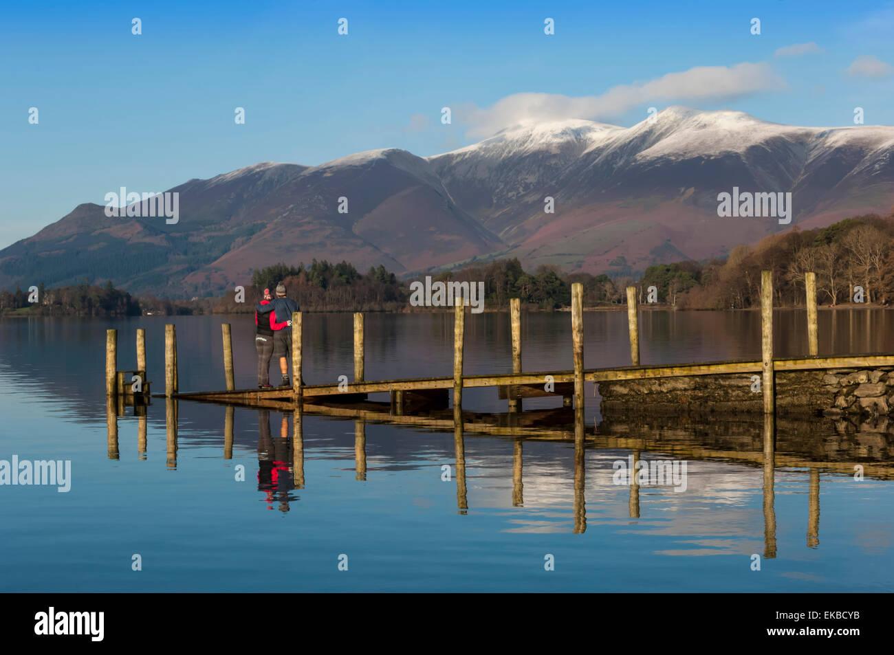 Ashness imbarcadero dei battelli, Skiddaw gamma, Derwentwater, Keswick, Parco Nazionale del Distretto dei Laghi, Immagini Stock