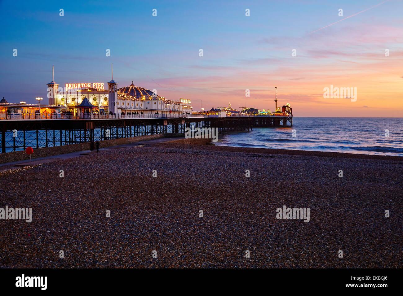 Il Brighton Pier e Brighton, Sussex, England, Regno Unito, Europa Immagini Stock