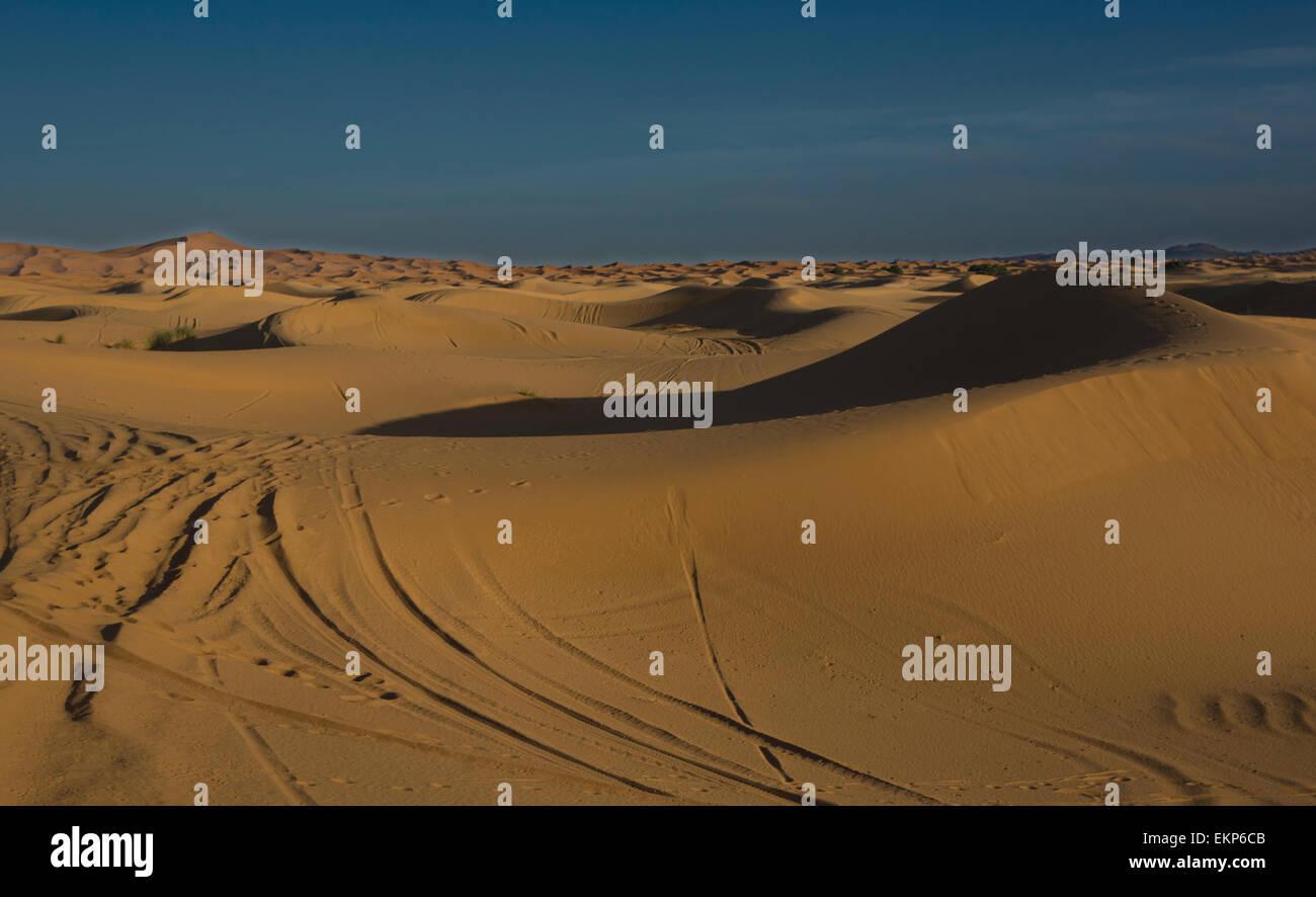 Erg Chebbi è uno del Marocco Sahara due ergs - grandi dune formate dal vento soffiato sabbia -. L'altro è Erg Chigaga vicino a M'hamid Foto Stock