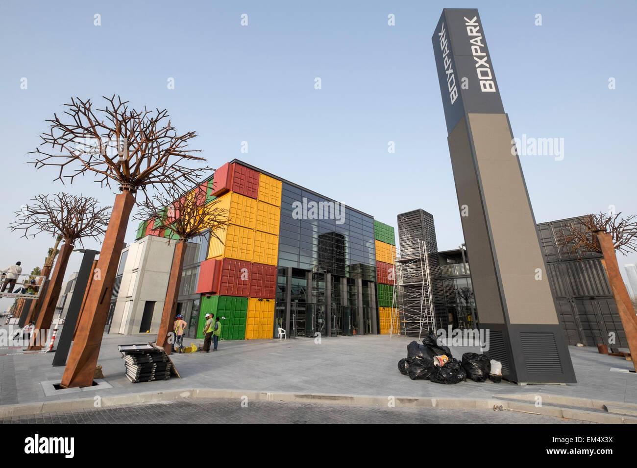 Nuovo Boxpark retail development in costruzione in Dubai Emirati Arabi Uniti Immagini Stock