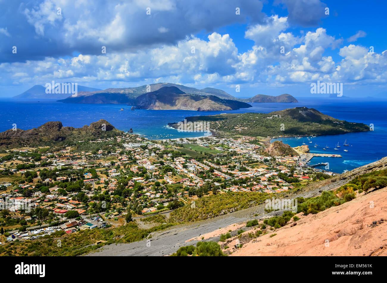 Vista del paesaggio delle isole Lipari in Sicilia, Italia Immagini Stock