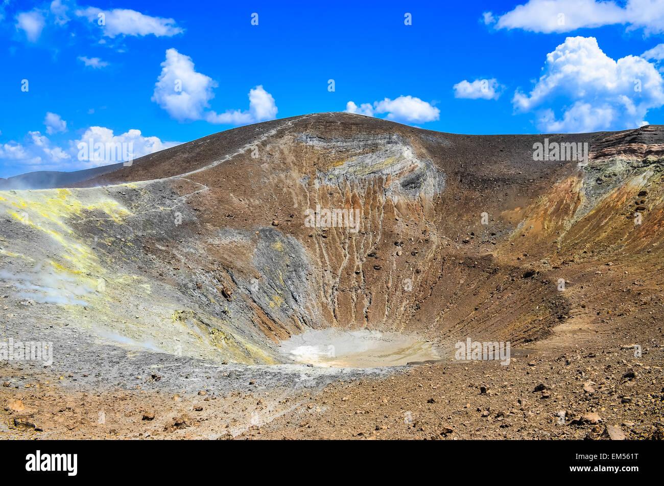 Il cratere del vulcano sull isola di Vulcano, Lipari, Sicilia Immagini Stock