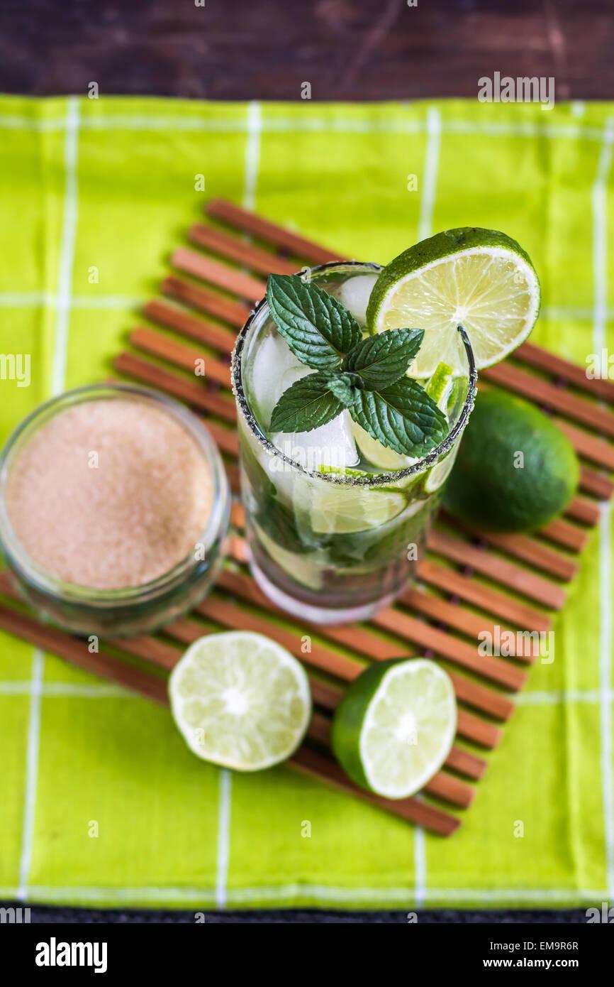 Lime Mojito bevanda alcolica Overhead Cocktail Immagini Stock