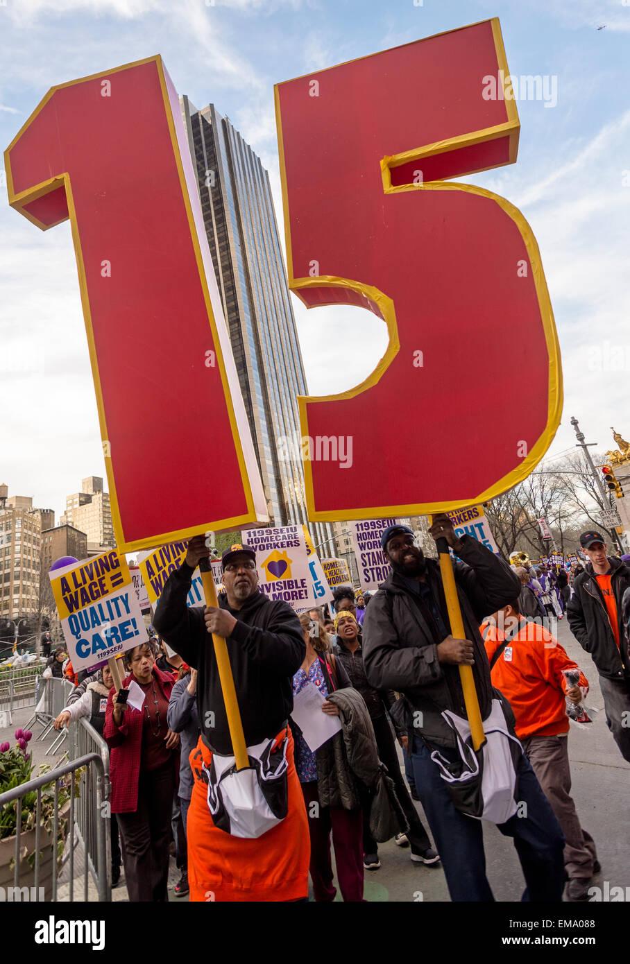 New York, Stati Uniti d'America. Il 15 aprile, 2015. Migliaia di membri dell'Unione hanno aderito il Fast Food dei Foto Stock