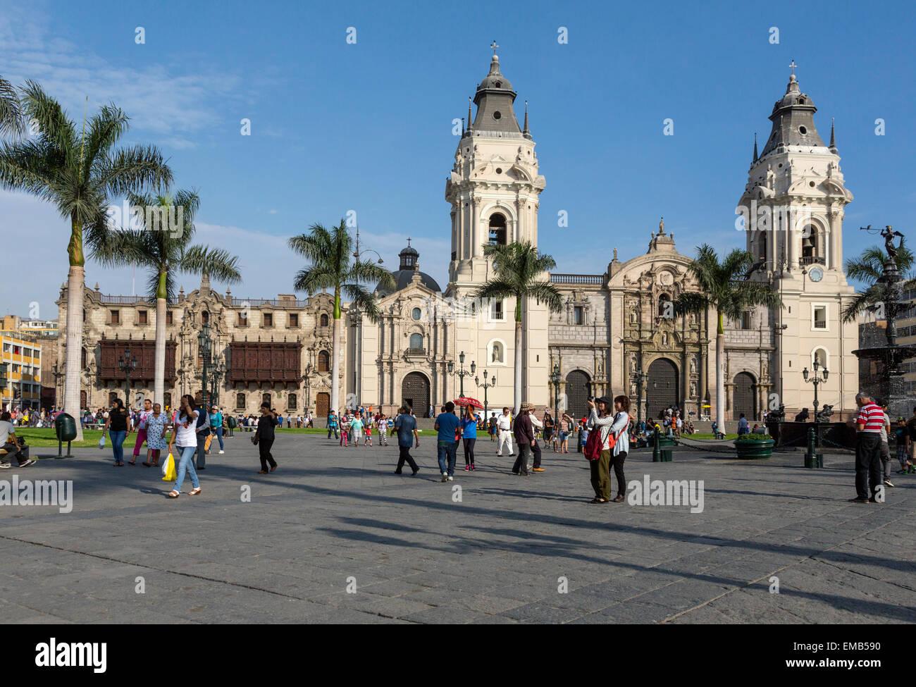 Lima, Perù. Cattedrale e Palazzo Arcivescovile, Plaza de Armas. Immagini Stock