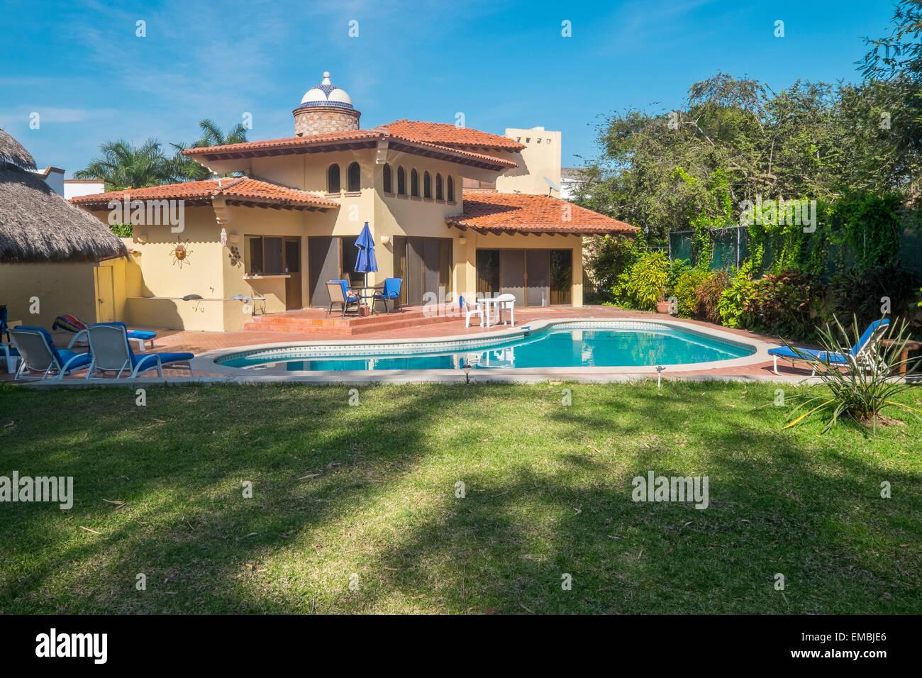 Casa residenziale con piscina, Messico Immagini Stock