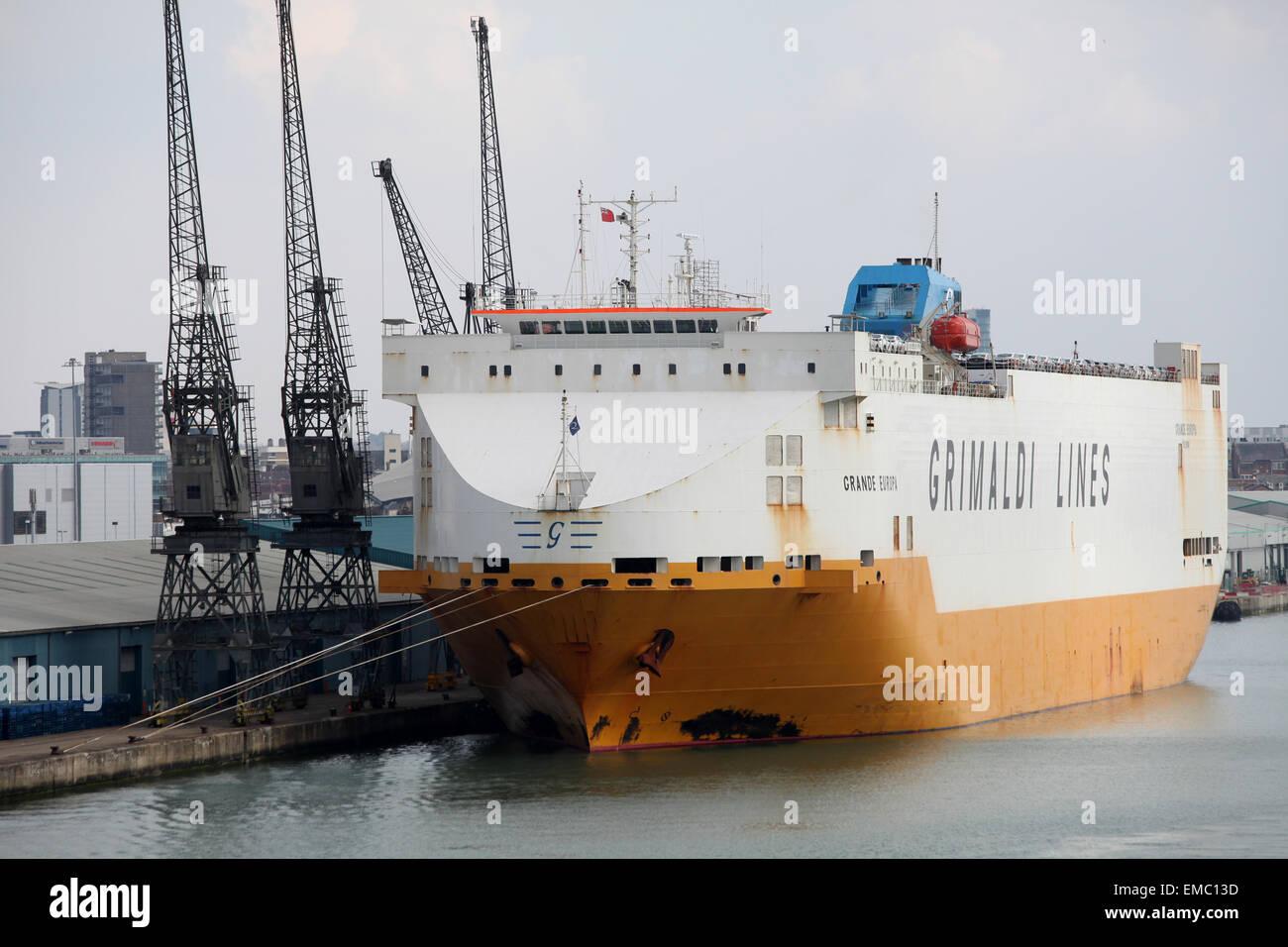 Grande Europa linee Grimaldi auto transporter Southampton Docks Immagini Stock