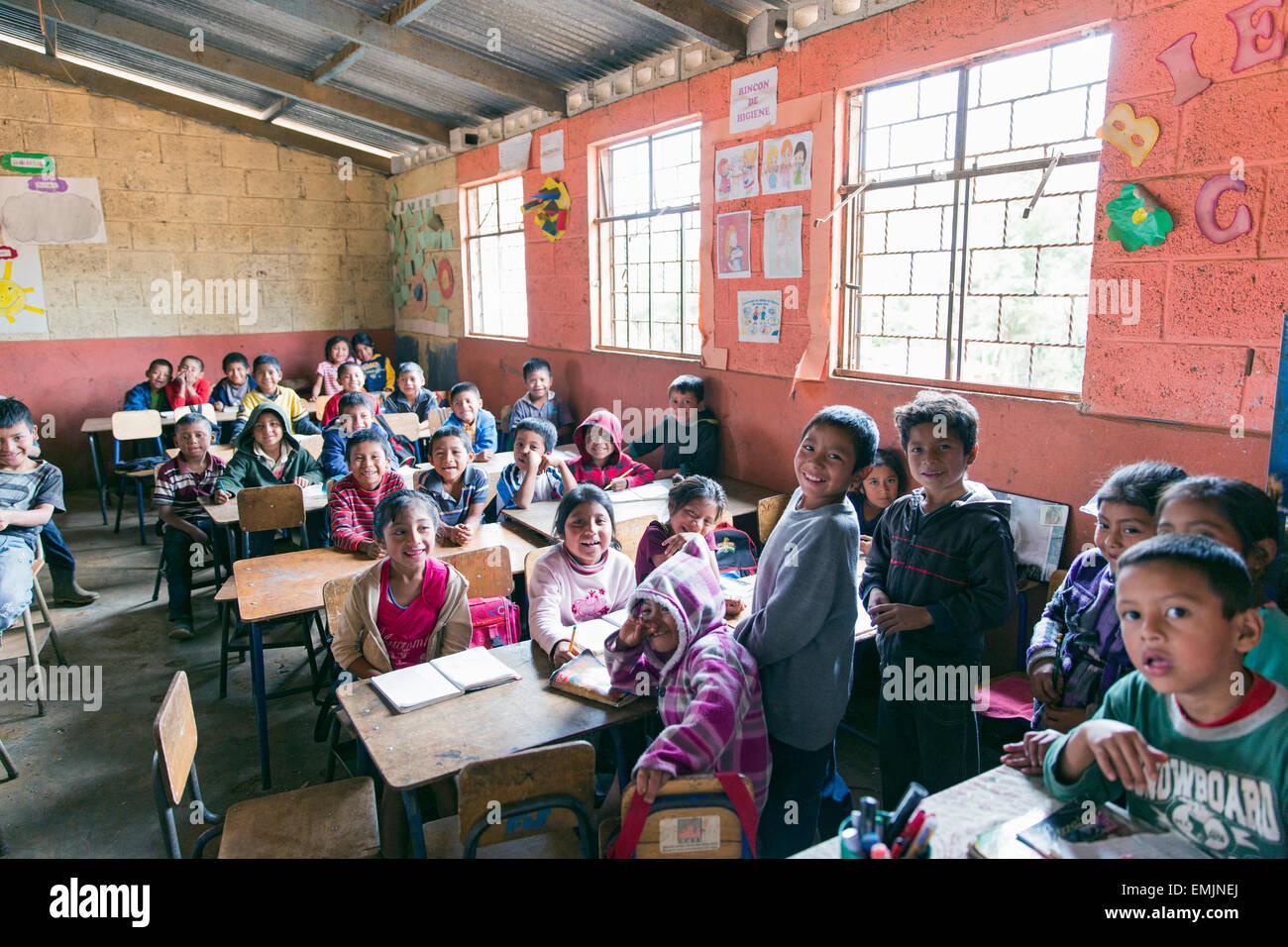 Guatemala,Jalapa, scuola bambini affollata in una classe Immagini Stock