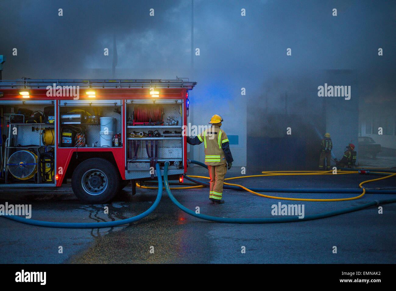 Il fuoco in una piccola azienda in la maggiore area di Reykjavik, Islanda Immagini Stock