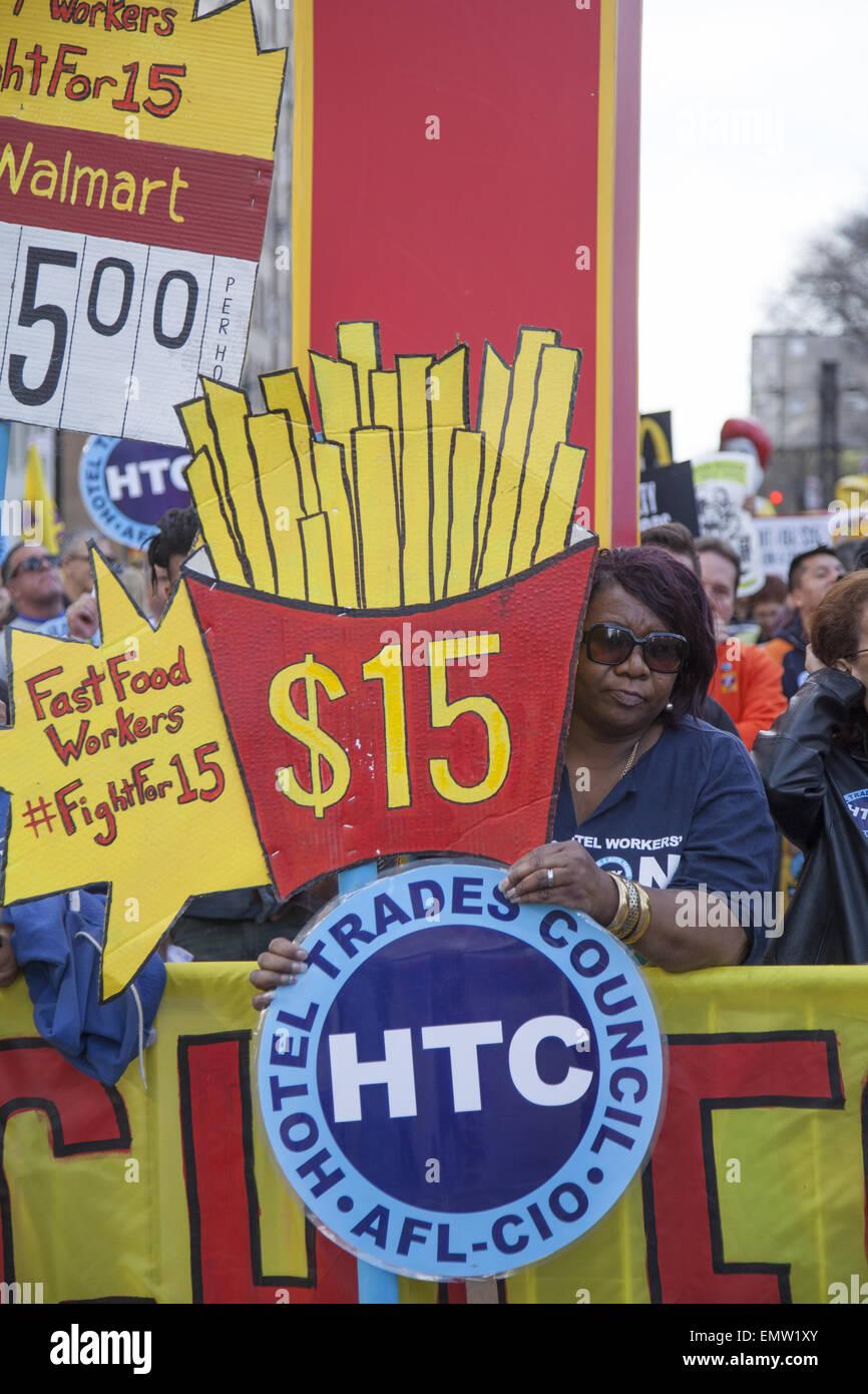 Vari raccordi, fast food lavoratori, home i fornitori di servizi sanitari e altri si sono stretti a New York City Immagini Stock