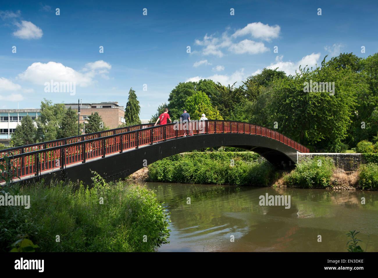 Regno Unito, Inghilterra, Somerset, Taunton, passerella sul fiume tono ai Giardini Goodland Immagini Stock