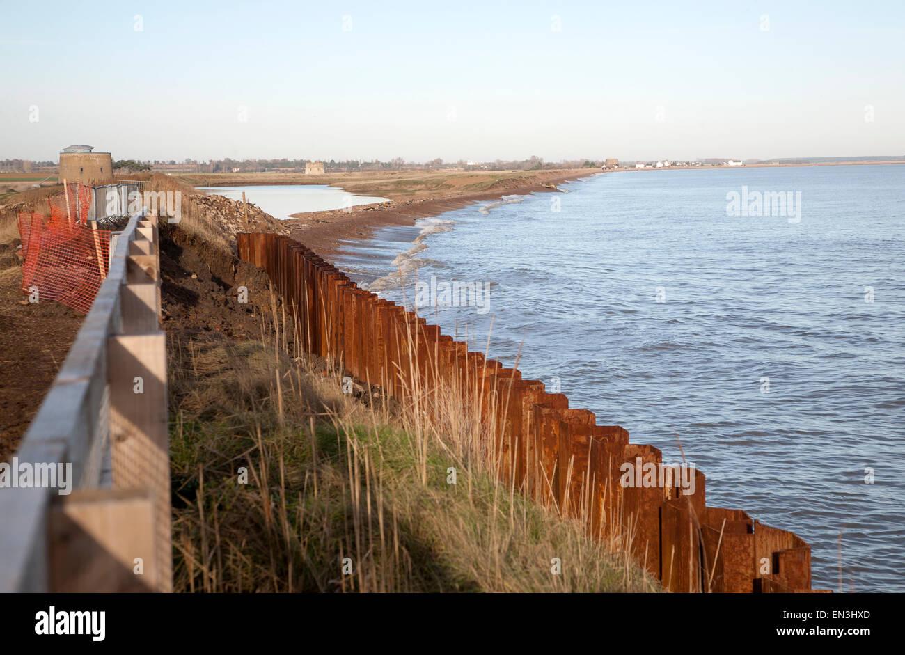 Acciaio palancole costruito come una difesa costiera rapida erosione costa del Mare del Nord, Est Lane, Bawdsey, Immagini Stock