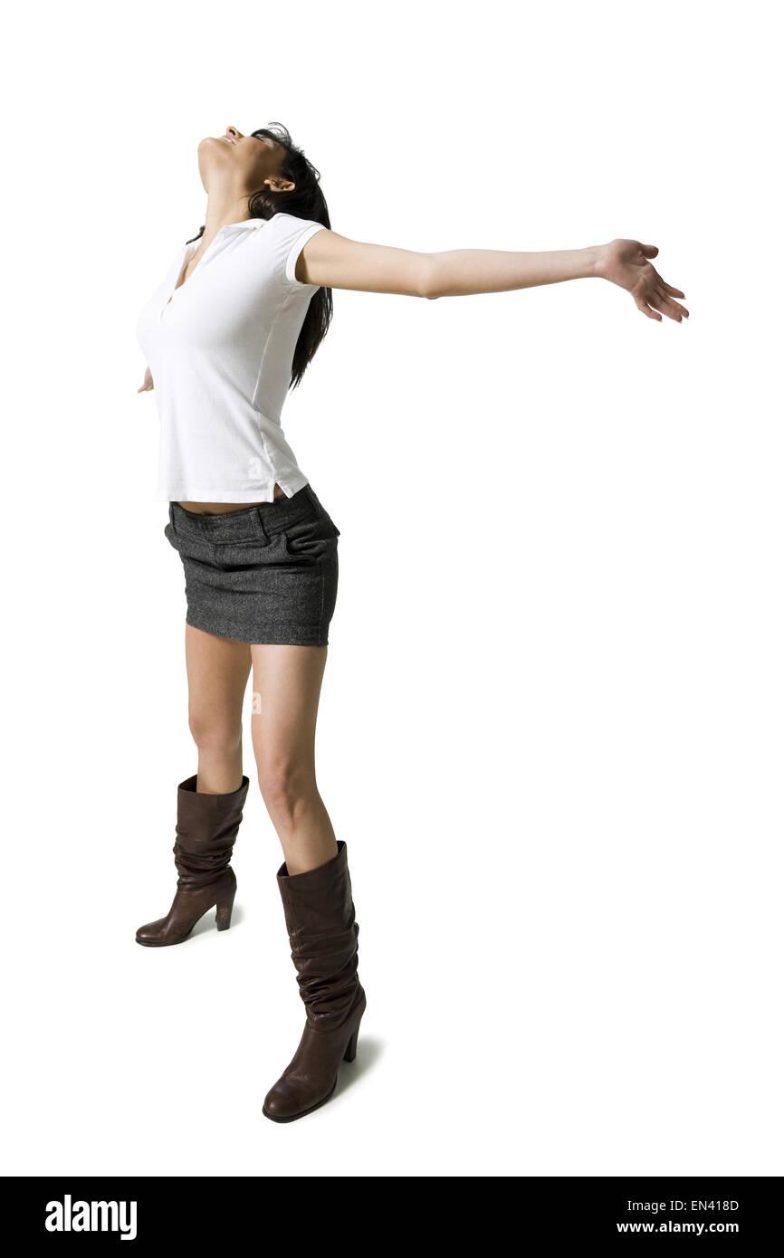 Donna con gambe nude e stivali stretching Foto stock Alamy