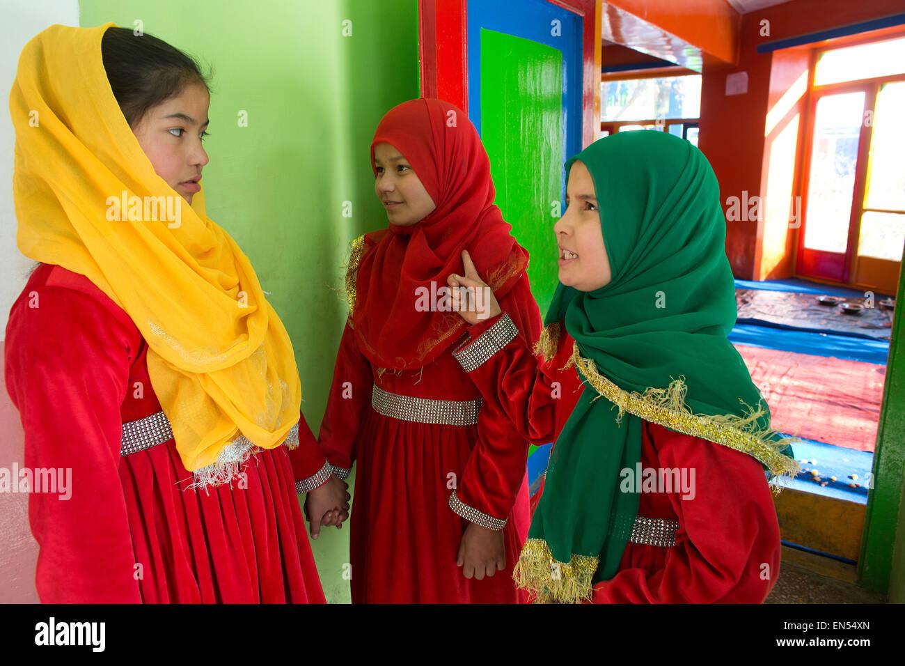 Studenti di sesso femminile a Kabul Immagini Stock