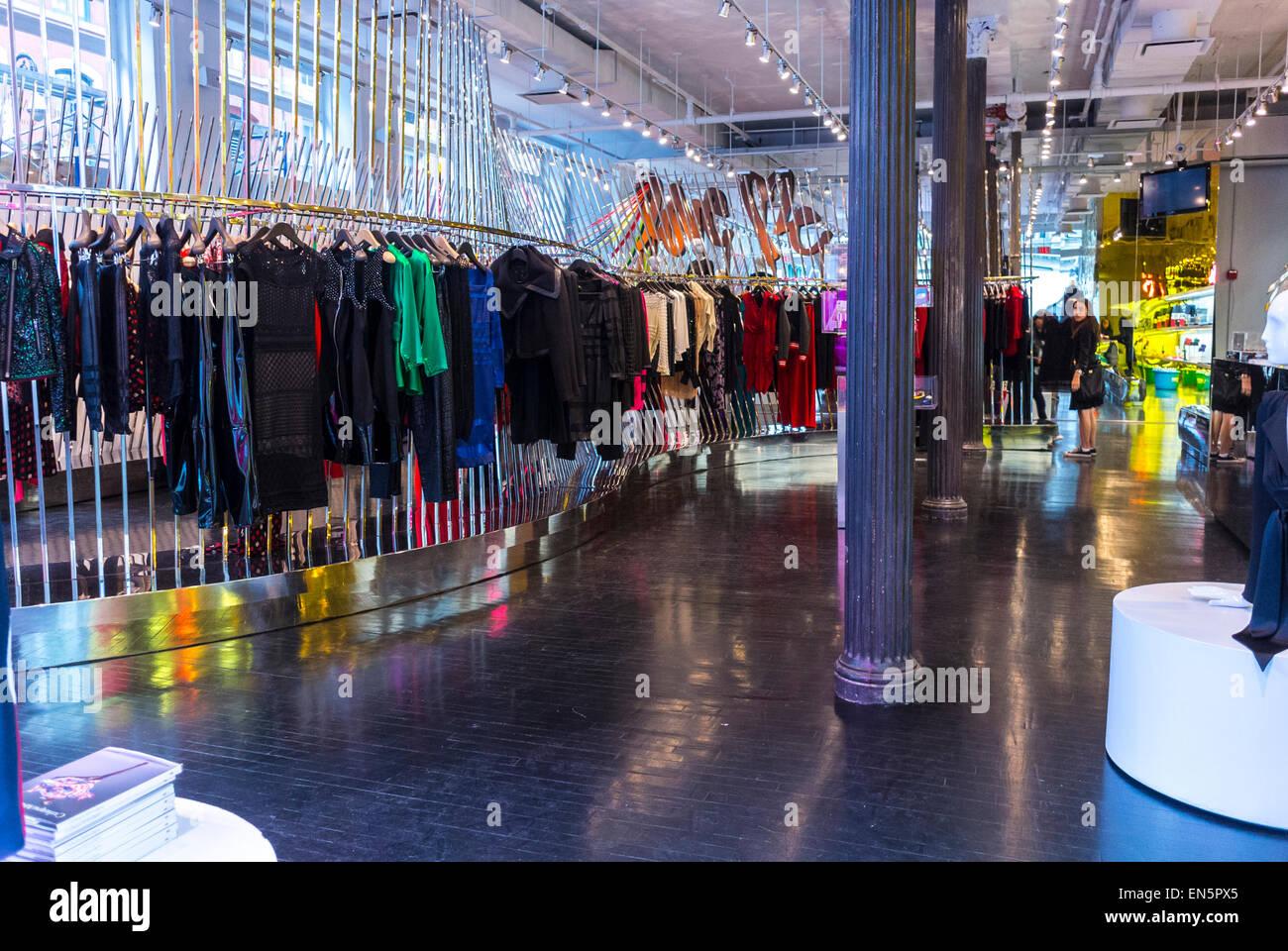 more photos 4f7c3 464f9 New York, NY, STATI UNITI D'AMERICA, alla moda negozio di ...