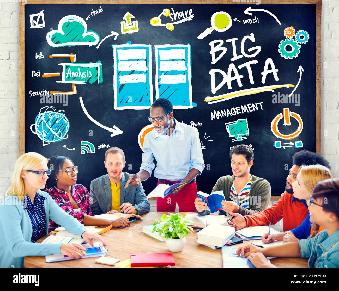 La diversità di persone grandi dati informazioni di apprendimento studiando Concept Immagini Stock