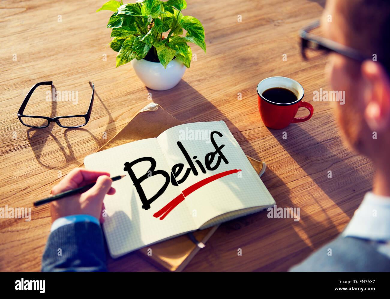 Imprenditore il brainstorming sulle convinzioni personali Immagini Stock
