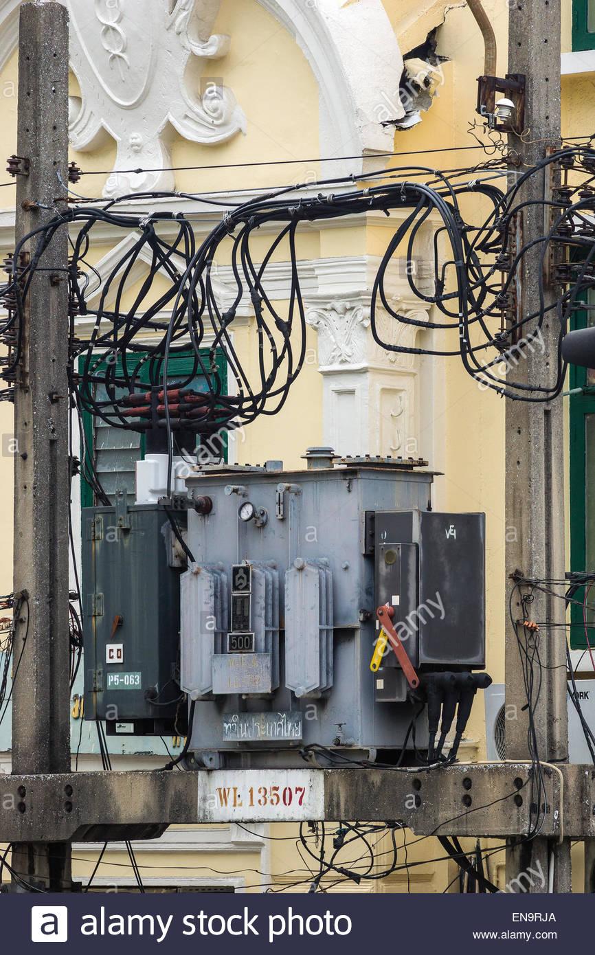 Caotica cablaggio elettrico a Bangkok - Thailandia Immagini Stock