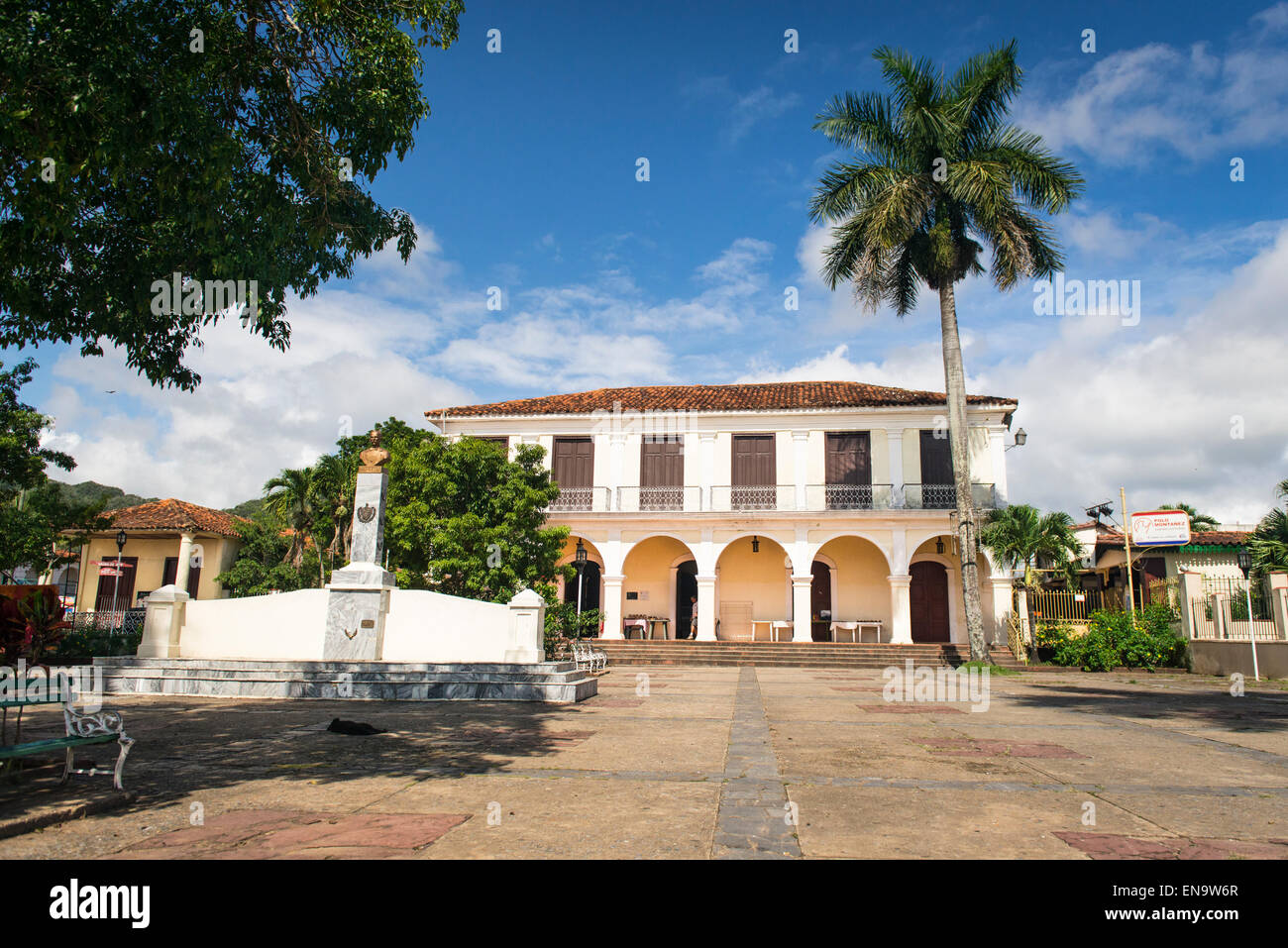 Cuba Vinales centro città centro Parque Marti una volta Colonia Espanola ora Casa de la Cultura exhibition Immagini Stock