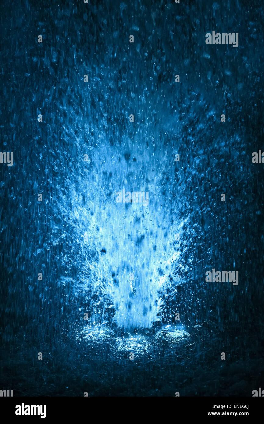 Fontana Colorata Schizzi In Azzurro E Bianco Colore Delle Gocce Di