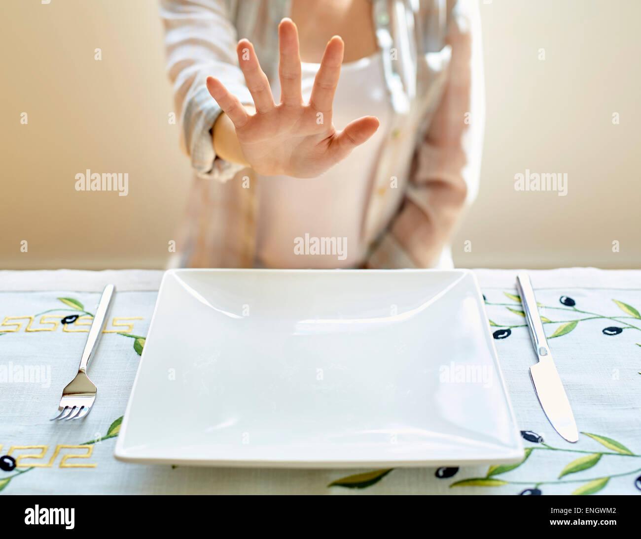 La donna che rifiuta il cibo Immagini Stock