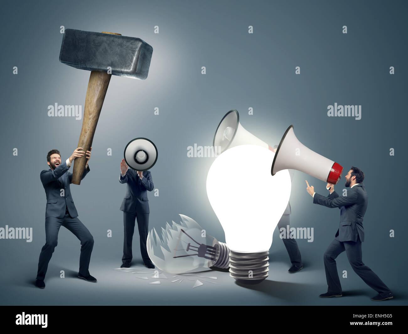 Immagine concettuale di imprenditori intelligenti con i simboli delle finanze Immagini Stock