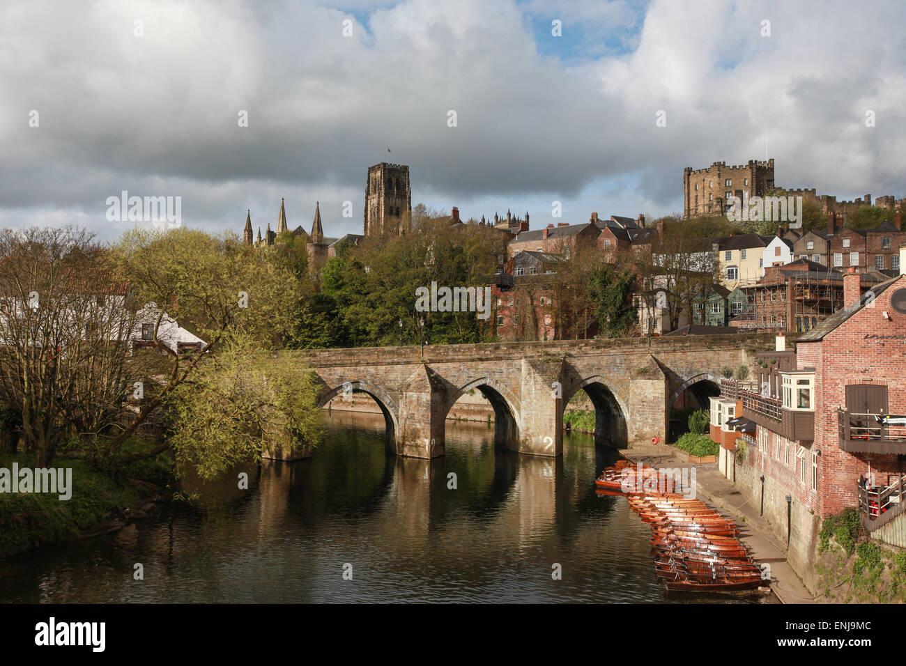 Ponte Elvet Durham City oltre il Fiume usura con la Cattedrale di Durham in background Immagini Stock