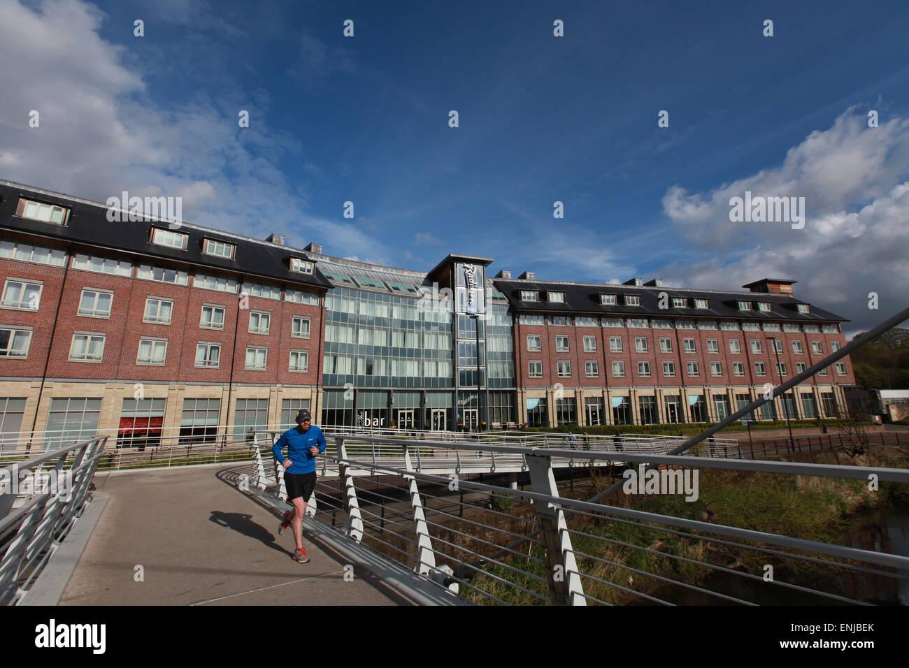 Radisson BLU Hotel Durham Durham esterno centro città con una mattina runner in primo piano Immagini Stock