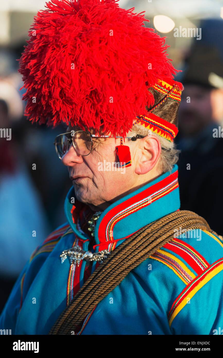 Etnica popolazione Sami al festival invernale, Jokkmokk, Lapponia, a nord del circolo polare artico, Svezia, Scandinavia, Immagini Stock