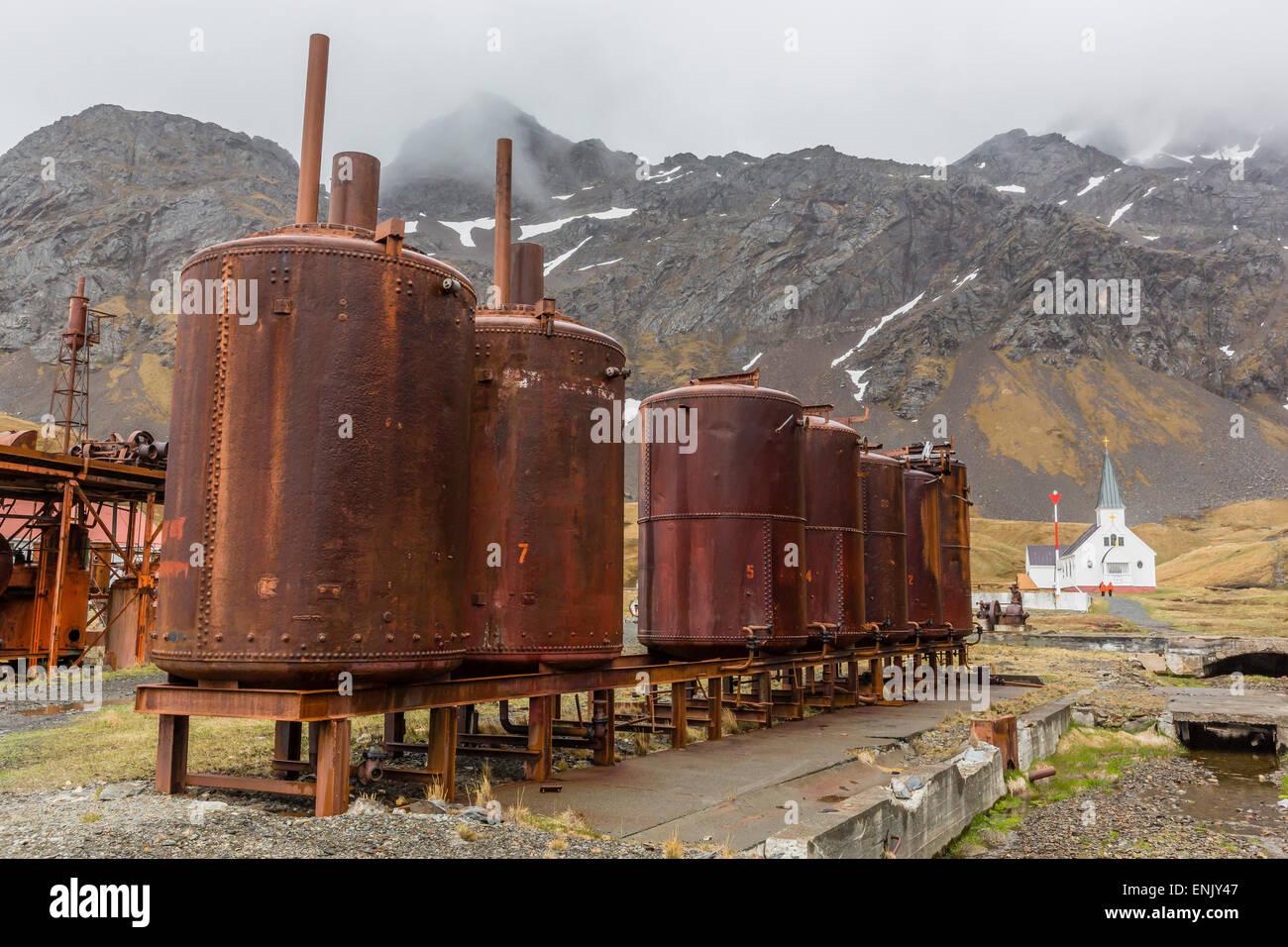 Arrugginimento macchinari in abbandonata la stazione baleniera di Grytviken Harbour, Georgia del Sud e le regioni Immagini Stock