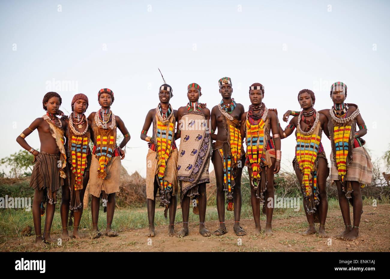 Le ragazze della tribù Hamar, Valle dell'Omo, Etiopia, Africa Immagini Stock