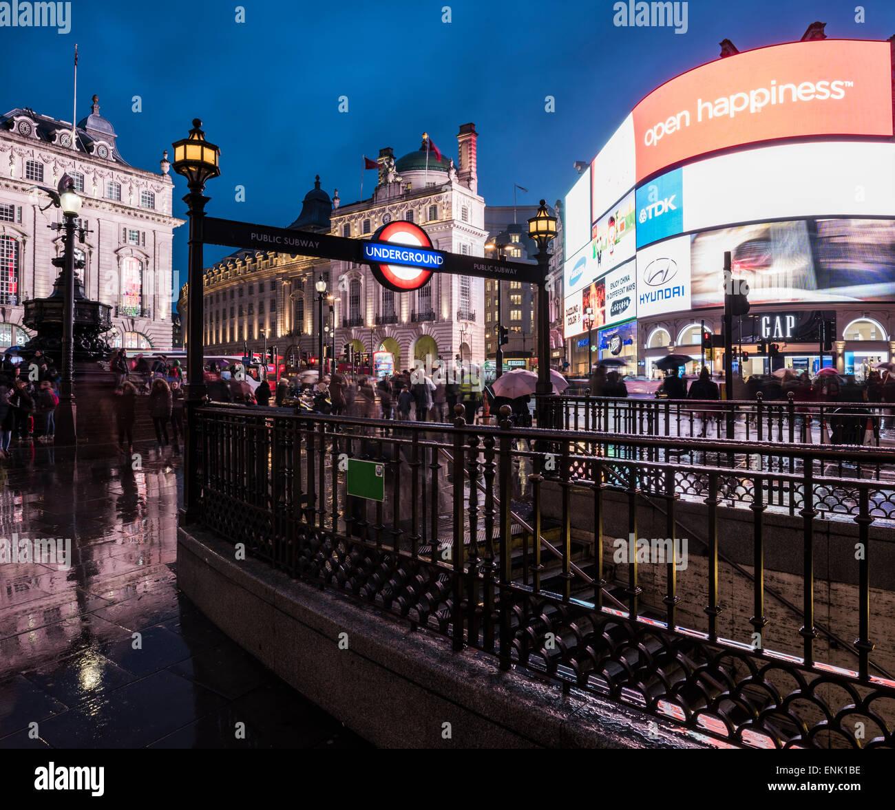 La Piccadily Circus di notte, Londra, Inghilterra, Regno Unito, Europa Immagini Stock