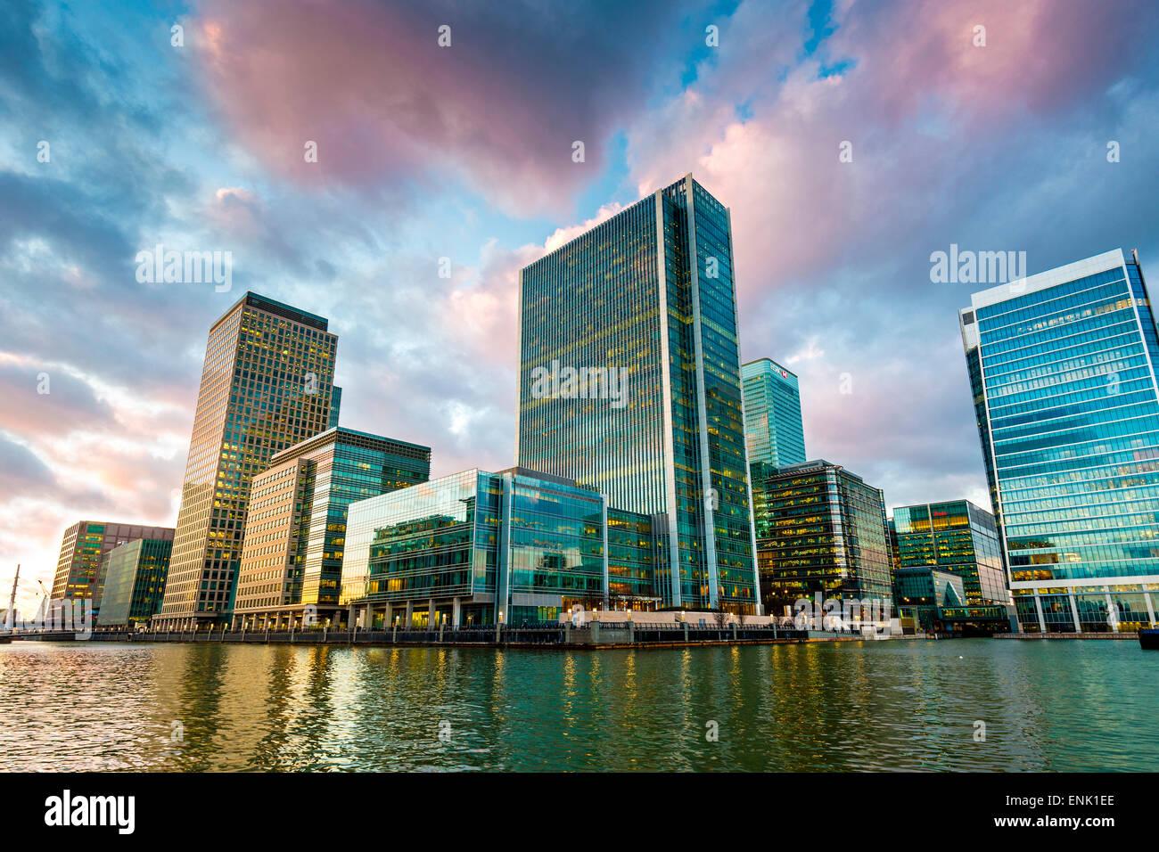 Canary Wharf al crepuscolo, Docklands, Londra, Inghilterra, Regno Unito, Europa Immagini Stock