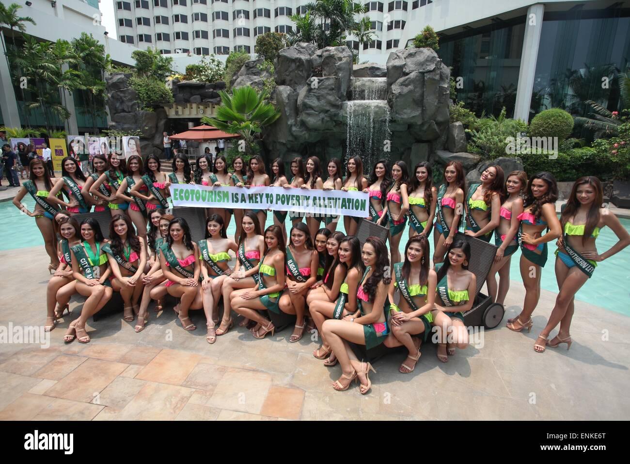 Miss Earth Filippine candidati posano per una foto durante una conferenza stampa tenutasi a Manila il giovedì. Immagini Stock