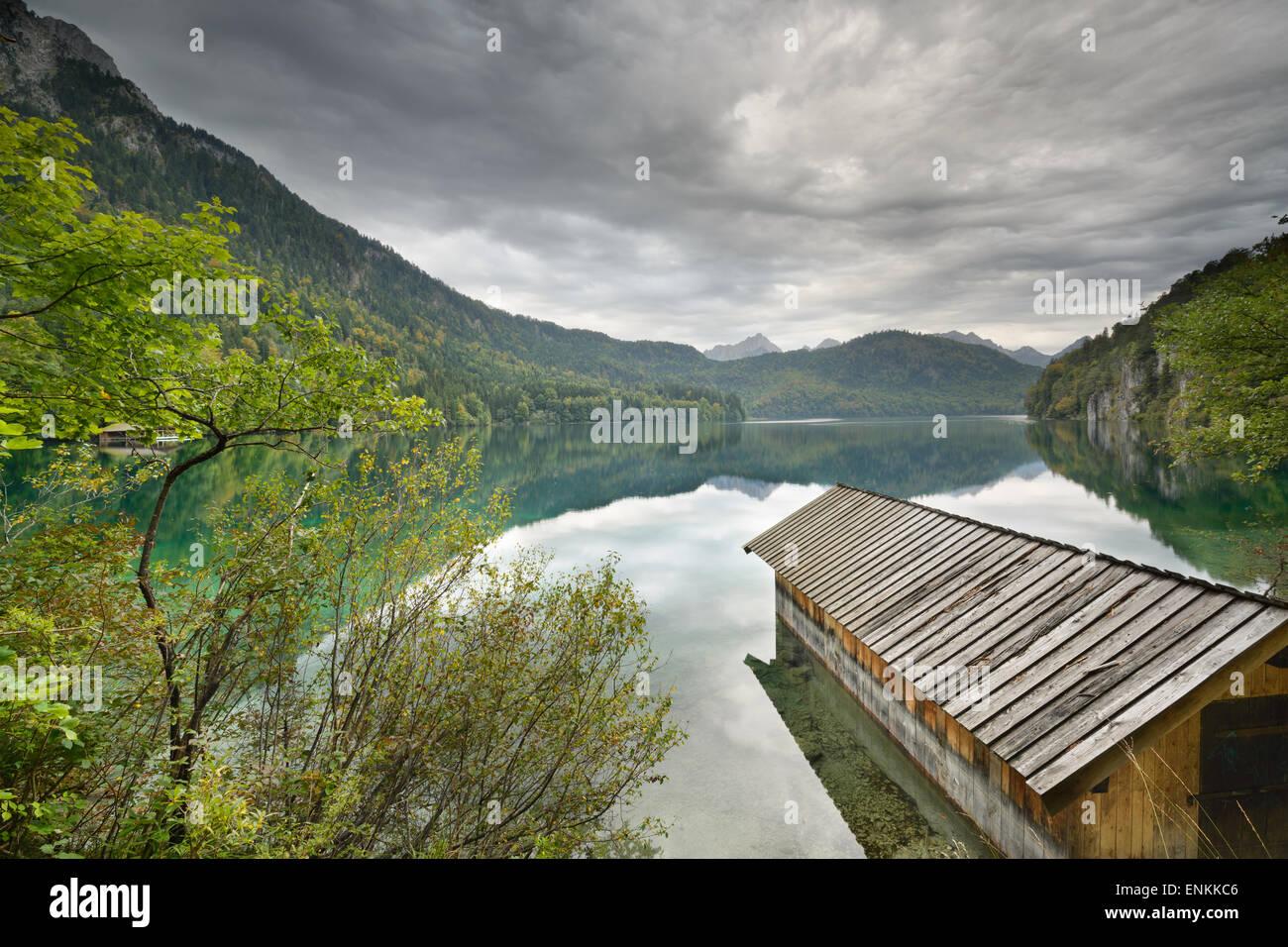 Il lago Alpsee nelle alpi bavaresi della Germania. Immagini Stock