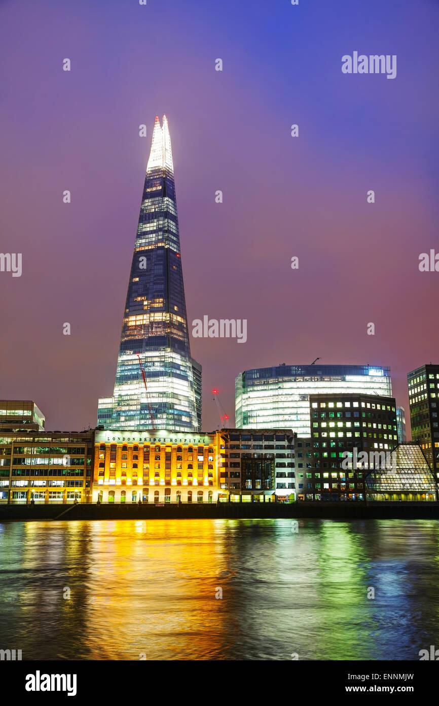 Londra - Aprile 4: panoramica di Londra con il frammento di vetro su 4 aprile 2015 a Londra, Regno Unito. In piedi 306 metri alta. Foto Stock
