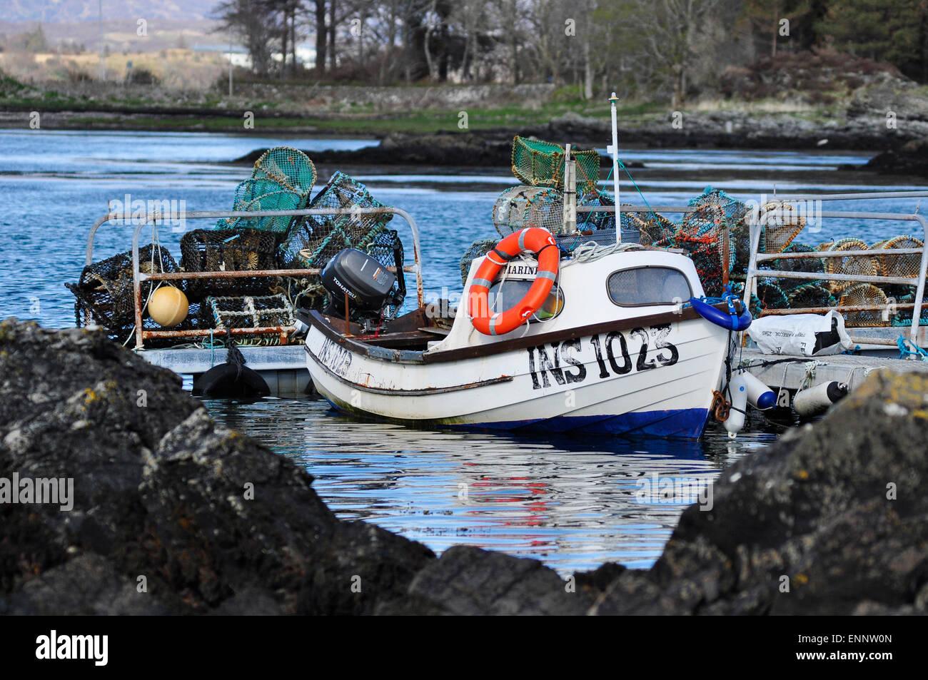 Barche da Pesca nella baia di Armadale, Isola di Skye, Scozia occidentale, REGNO UNITO Immagini Stock