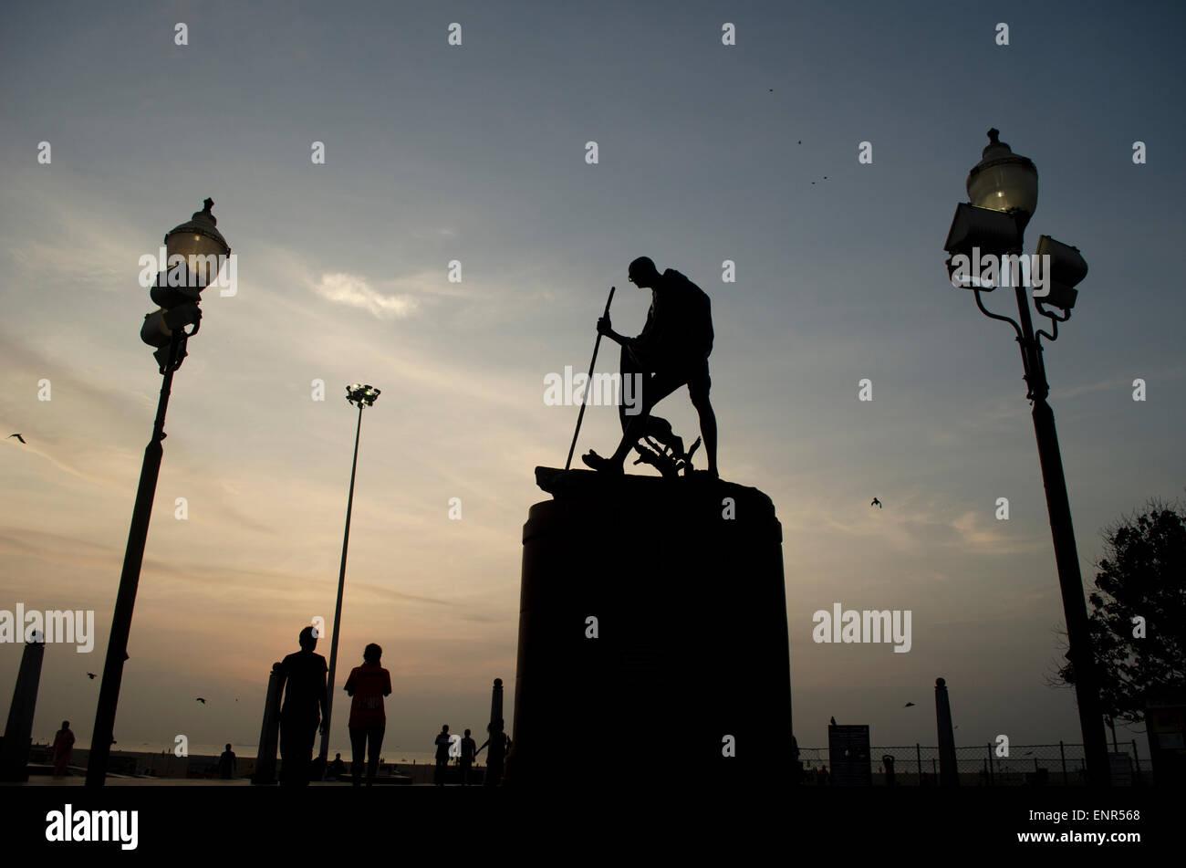 Statua del Mahatma Gandhi a Marina Beach, Chennai (Madras), Tamil Nadu, India, Asia Immagini Stock