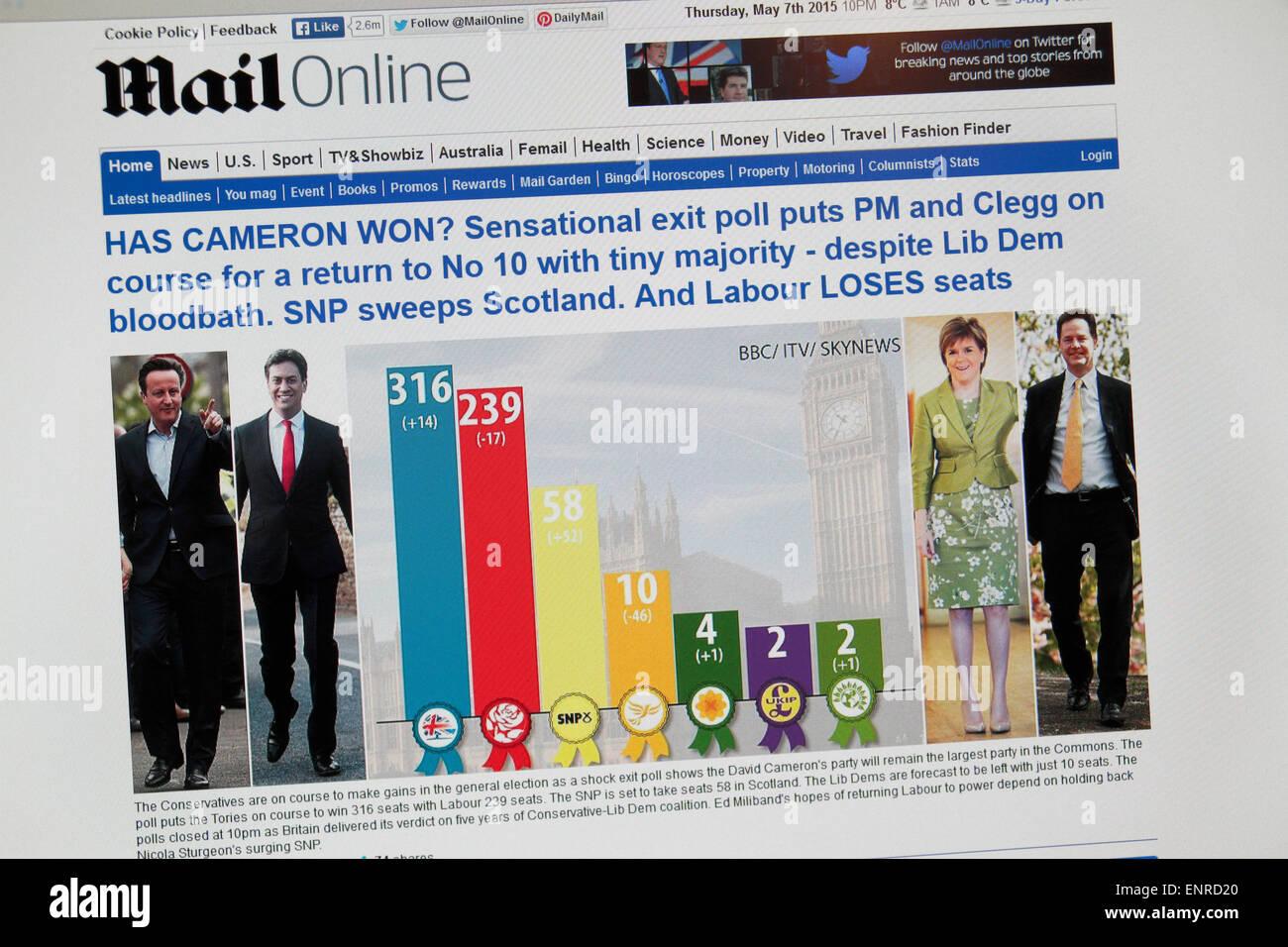 Il Daily Mail sito online che mostra lo shock exit poll subito dopo 10pm il 7 maggio 2015 nell'elezione generale Immagini Stock